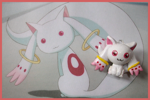 Chibi-Charms: Kyubey by MandyPandaa