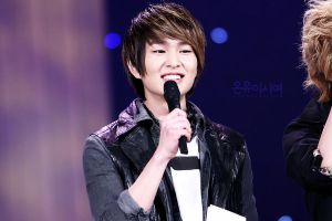 Onew: Smile by waterbirdART