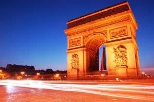 The Arc de Triomphe by AlanSmithers