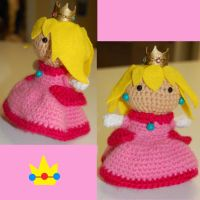 Princess Peach amigurumi by DarkTeaCrochet