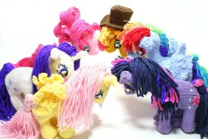 Knitted Ponies - group shot by SparkAbsurd