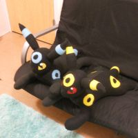 Umbreon Plushies by PakajunaTufty