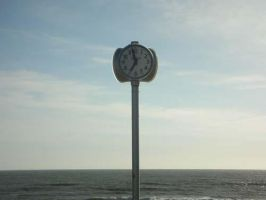 What time is it .. by Rounette