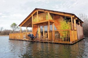 Floating Home by uswatcher