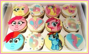 My Little Pony Cupcakes by gertygetsgangster