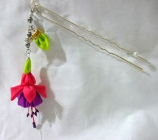 Dangling fuschia kanzashi hairpin by EruwaedhielElleth