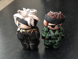Chibi Raiden and Chibi naked Snake by hellduck