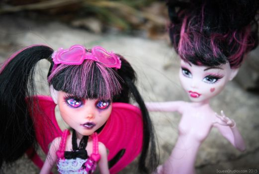 Tearful Draculaura: My first Monster High faceup by squeekaboo