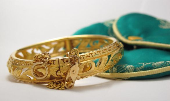 Gold heirloom bracelet by caeila