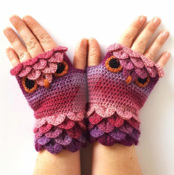 Berry Pink Owl Gloves by FearlessFibreArts