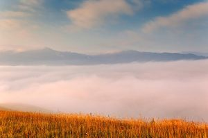 Fog in the mountains by lica20