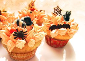 halloween cupcakes by Mandy0x