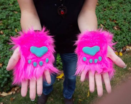 Short Fingerless Gloves by PocketWolfCollection