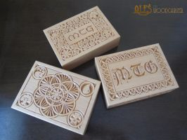 Magic the Gathering - chip carved EDH deck boxes by alesthewoodcarver