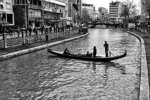 Gondola in Eskisehir by pigarot