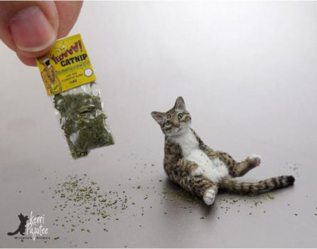 Miniature Chillin Tabby Cat sculpture by Pajutee