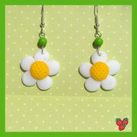 Polymer clay Daisy Earrings by merylu
