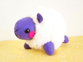 Saffron the Rotund Sheep by casscc
