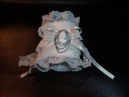 Gothic lolita white cuff by KasumiDark
