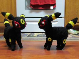 Umbreon Plush (crochet) by tangelato