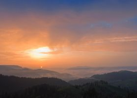 Sunrise over the mountains. by lica20