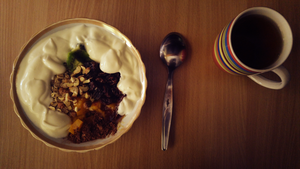 Yoghurt with oatmeal, raisins, hazelnuts... by Yami19