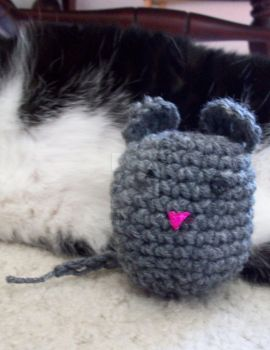 Amigurumi Mouse Cat Toy by QueenNekoyasha