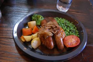 Bangers and Mash at the Leaky Cauldron by topaz-and-turquoise