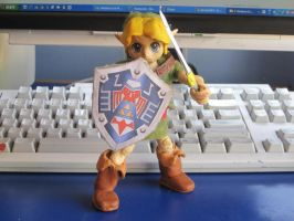 Young Link Sculpture: defensive position by Tomistral