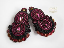 Soutache black and pink earrings by nikkichou