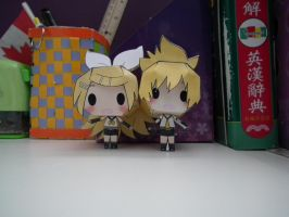 kagamine twins papercraft~! by niian-chan
