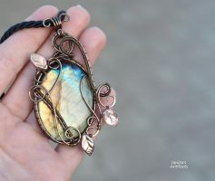 Labradorite wire wrapped pendant with leaves, ooak by IanirasArtifacts