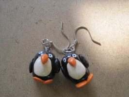 Penguin earrings by ichigoluv