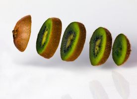 Kiwifruits are jummy by brokenbokeh