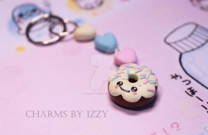Donut keyring with three hearts by CharmsByIzzy