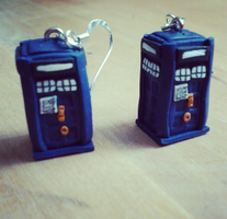 Tardis earrings by Jucchan