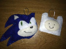 Sonic and Finn :keychains: by Mitzy-Chan