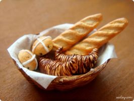 Miniature Bread Basket - One Twelvth Scale by Aiclay