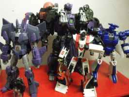 Decepticons on the hunt for unsuspecting Autobots by forever-at-peace