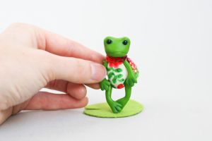 Tiny frog by freedragonfly