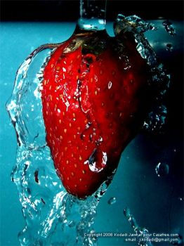 Fraise Under Water by marocain