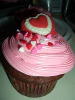 Valentine cupcakes by estranged-illusions