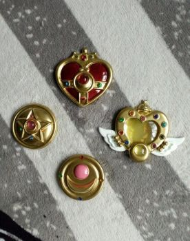 Sailor Moon brooches by Jojoska