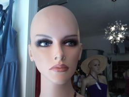 Mannequin head by Ecathe