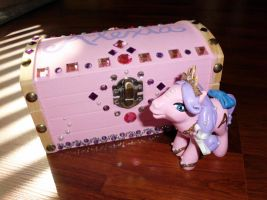 CUSTOM MLP + Matching Personalized ''Deco'' Box by UniqueTreats