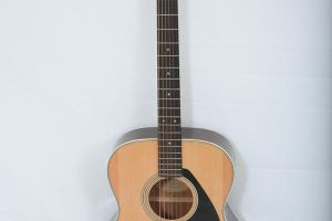 Acoustic Guitar by AiseAndStykz