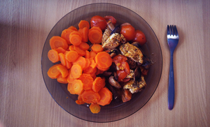 Chicken with mushrooms, carrot, tomato by Yami19
