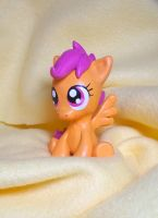 Sitting Scootaloo by CadmiumCrab