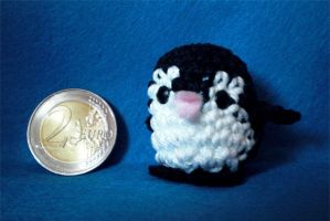 tiny penguin by WollMia