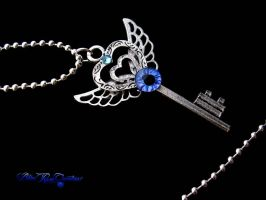 Angel Heart Key - Dragon Eye Silver Blue by LadyPirotessa